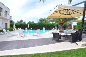 area-salottino-piscina-hermes-hotel-policoro